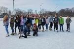 Gimnazjaliści z klasy sportowej na lodowisku