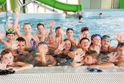 Klasy sportowe 4b i IIB na basenie w Lesku