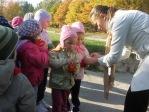 3 i 4-latki przy kapliczce poświęconej bł. Janowi Pawłowi II - fot. A. Szul ::  10