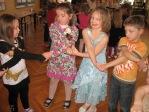 Zabawa andrzejkowa dzieci z oddzialałów przedszkolnych i uczniów z klasy 3b - fot. T. Ziemba ::  10