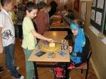 Zabawa andrzejkowa dzieci z oddzialałów przedszkolnych i uczniów z klasy 3b - fot. T. Ziemba ::  12