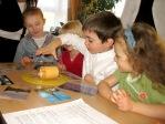 Zabawa andrzejkowa dzieci z Punktu Przedszkolnego - fot. A. Szul ::  13