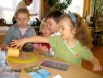 Zabawa andrzejkowa dzieci z Punktu Przedszkolnego - fot. A. Szul ::  14