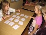 Zabawa andrzejkowa dzieci z oddzialałów przedszkolnych i uczniów z klasy 3b - fot. T. Ziemba ::  15