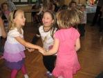 Zabawa andrzejkowa dzieci z oddzialałów przedszkolnych i uczniów z klasy 3b - fot. T. Ziemba ::  26