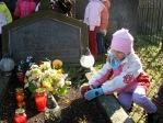 Dzieci z zerówki odwiedzają cmentarz w Rymanowie - fot. A. Szul ::  28