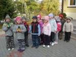 3 i 4-latki przy kapliczce poświęconej bł. Janowi Pawłowi II - fot. A. Szul ::  2