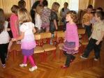 Zabawa andrzejkowa dzieci z oddzialałów przedszkolnych i uczniów z klasy 3b - fot. T. Ziemba ::  43