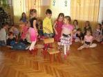 Zabawa andrzejkowa dzieci z oddzialałów przedszkolnych i uczniów z klasy 3b - fot. T. Ziemba ::  49