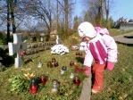 Pamiętamy o zmarłych - 5 - latki na cmentarzu w Rymanowie - fot. A. Szul ::  4