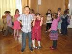 Zabawa andrzejkowa dzieci z oddzialałów przedszkolnych i uczniów z klasy 3b - fot. T. Ziemba ::  59