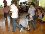Zabawa andrzejkowa dzieci z oddzialałów przedszkolnych i uczniów z klasy 3b - fot. T. Ziemba ::  66