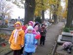 Pamiętamy o zmarłych - 6 - latki na cmentarzu w Rymanowie - fot. B. Dworzańska ::  6