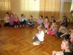 Zabawa andrzejkowa dzieci z oddzialałów przedszkolnych i uczniów z klasy 3b - fot. T. Ziemba ::  78