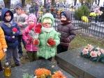 Pamiętamy o zmarłych - 6 - latki na cmentarzu w Rymanowie - fot. B. Dworzańska ::  7