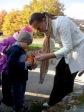 3 i 4-latki przy kapliczce poświęconej bł. Janowi Pawłowi II - fot. A. Szul ::  9
